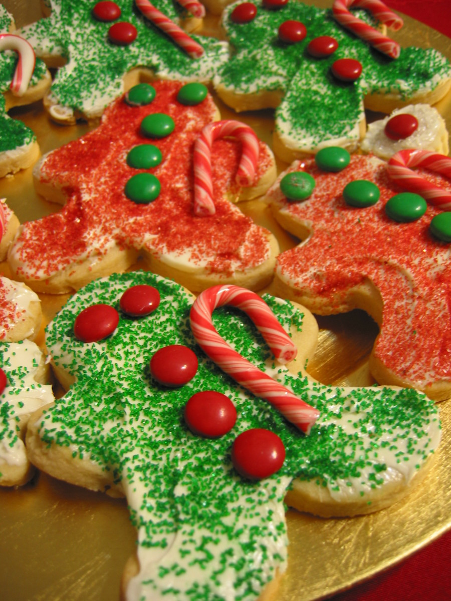 Decorate gingerbread men quick and easy christmas cookies for Easy quick christmas baking recipes