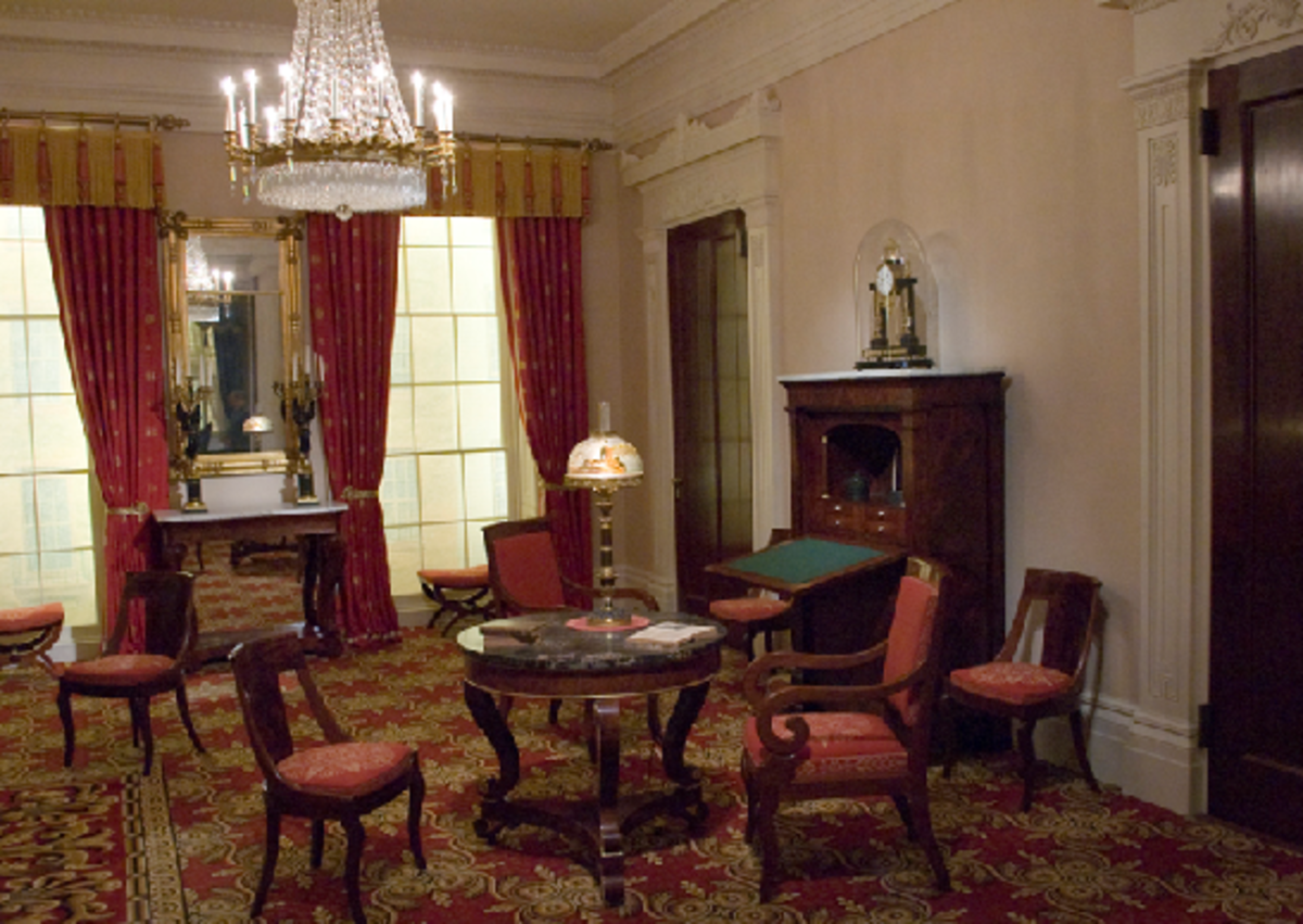 Georgian Period Interiors: 18th Century Furniture and Interior Design