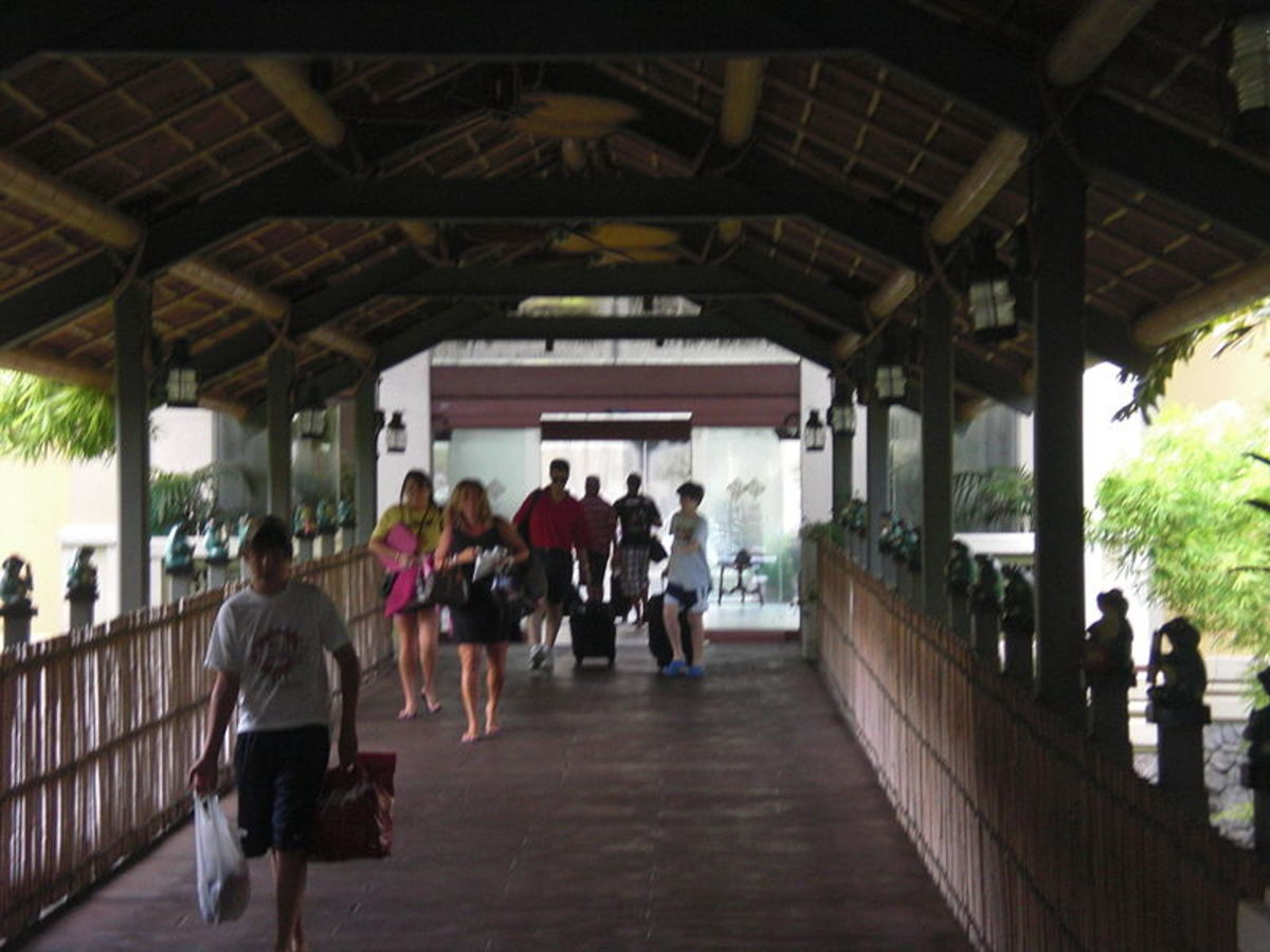 Royal Pacific hotel entrance in Orlando