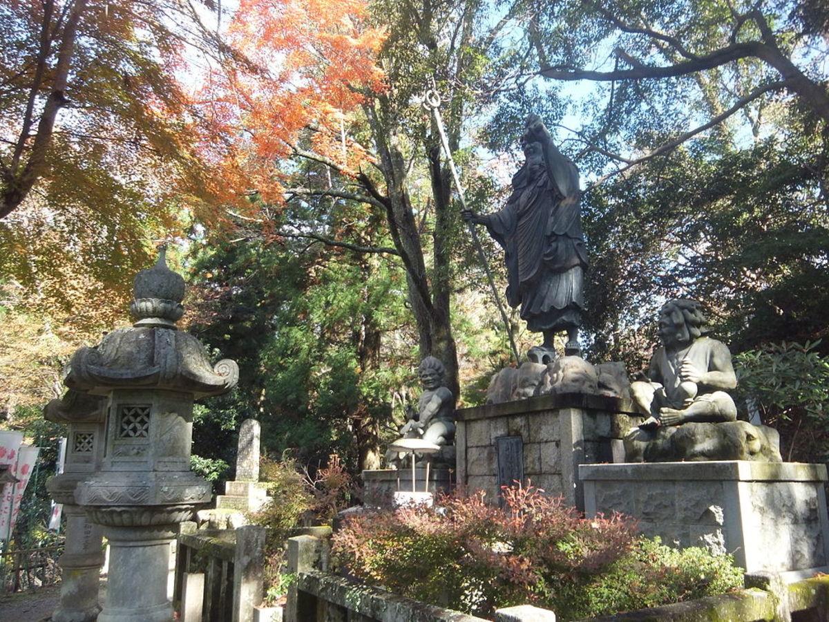Statue of En no Ozunu, with his servant yokai Zenki and Goki, at Kimpusen Temple.