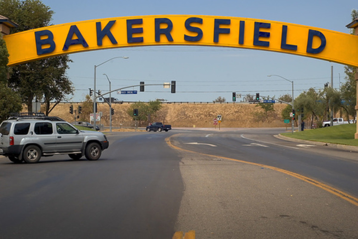 Before Buck and Merle: Roots of the Bakersfield Sound