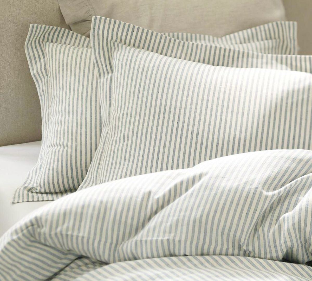 How to Make an Inexpensive Duvet Comforter Cover Using Flat Sheets