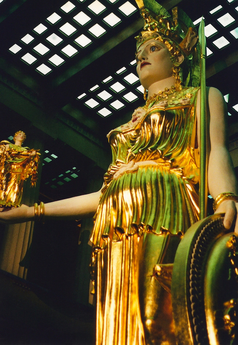 Modern-day cult statue of Athena Parthenos at the Nashville Parthenon