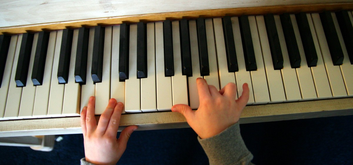 A child should show an interest in music and the piano before enrolling in formal lessons.