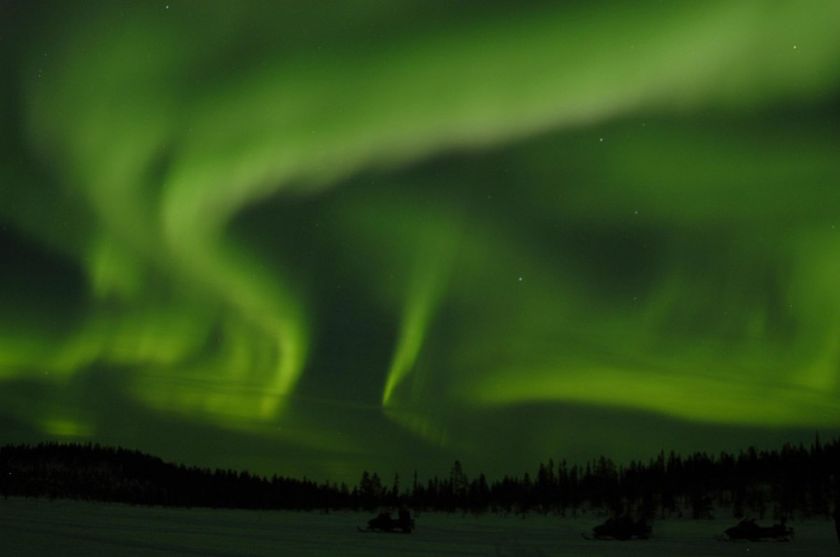 What Is the Difference Between the Northern Lights & Southern Lights?