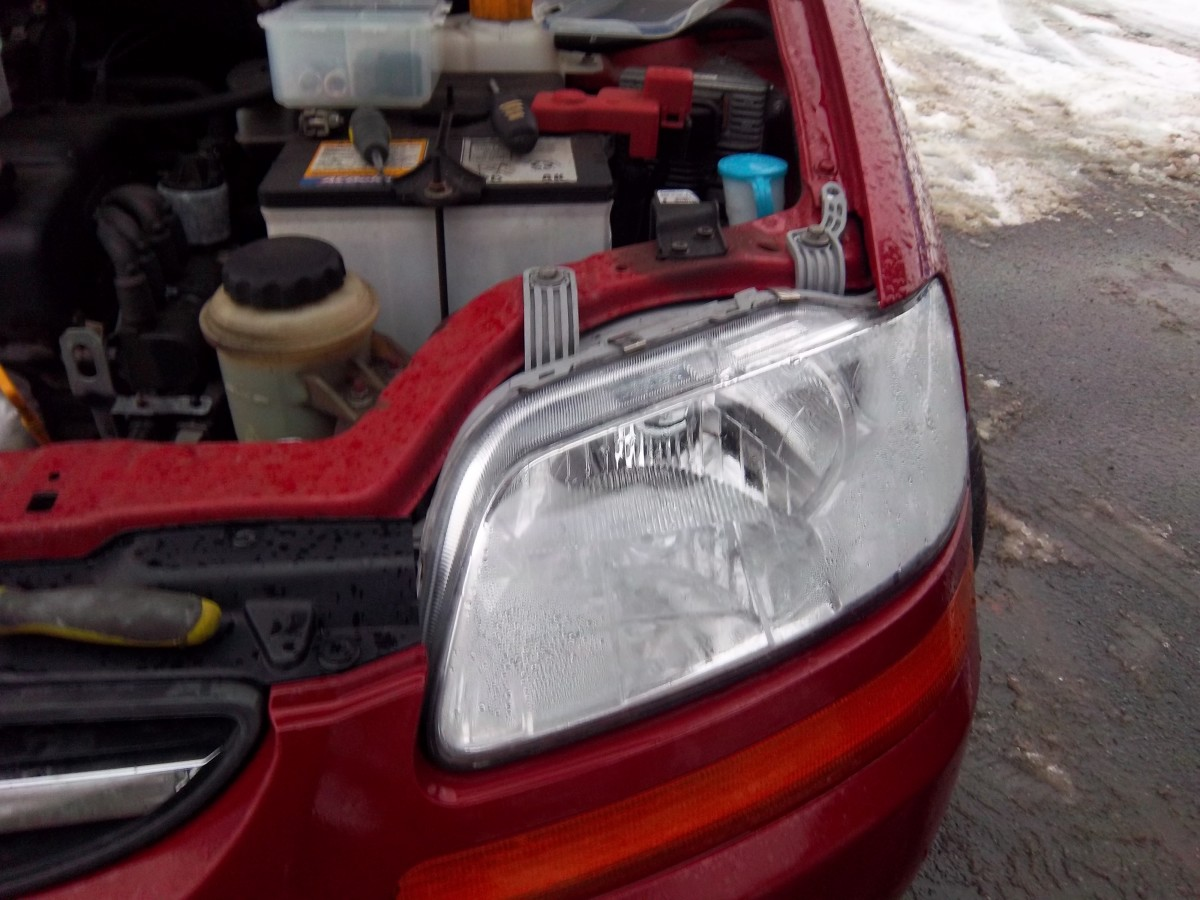 How To Replace The Headlight Embly On A 2008 Chevy Aveo Step By With Pictures Axleaddict