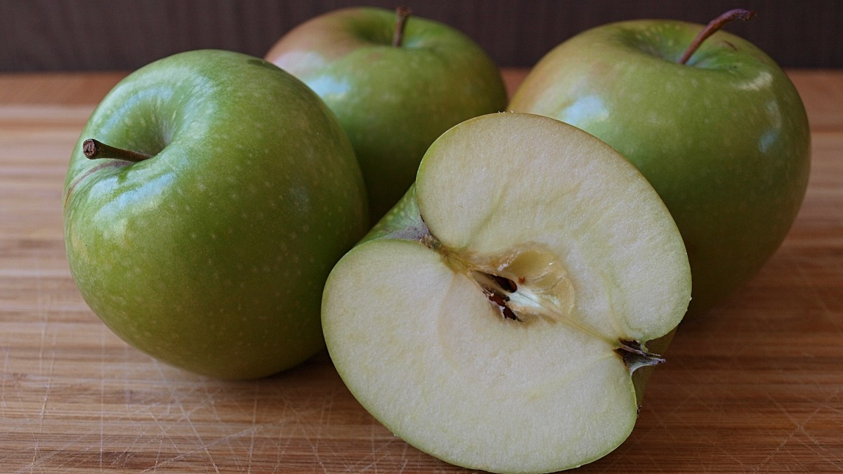 All types of apples are good for you, but green apples offer a unique combination of proteins, vitamins, minerals, and fiber.