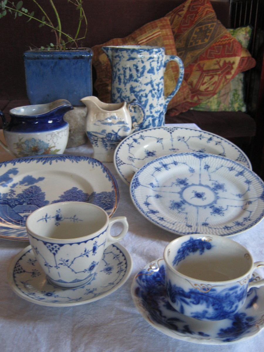 A mix of blue and white dishes