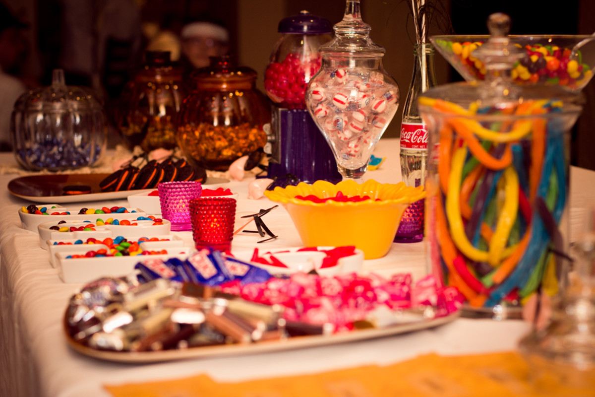 How to Set up a Candy Buffet Bar at your Wedding- a table of sweet treats for your special guests with pictures