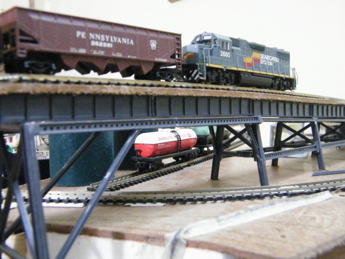 Model Train N-Scale Track Plans for Shelf Layouts