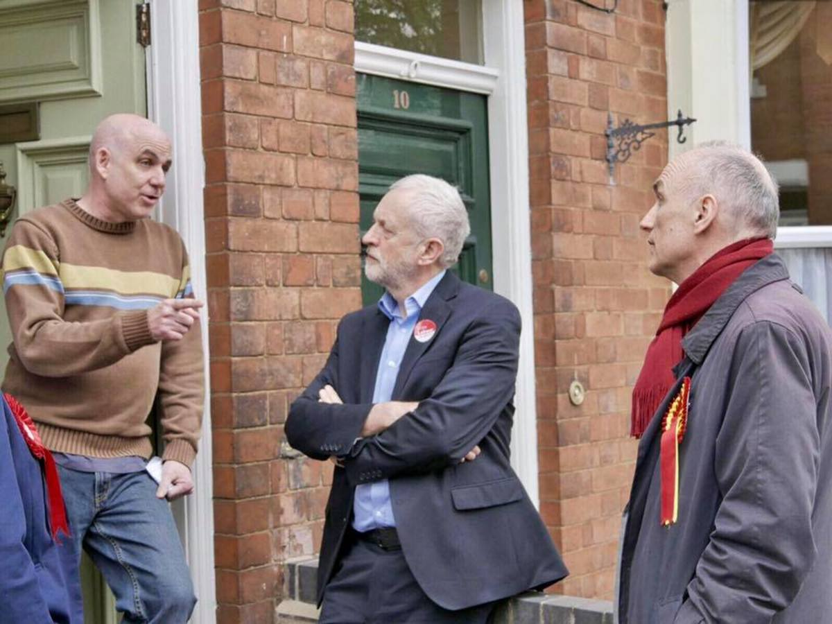 Jeremy Corbyn knocking on doors during the 2017 General Election