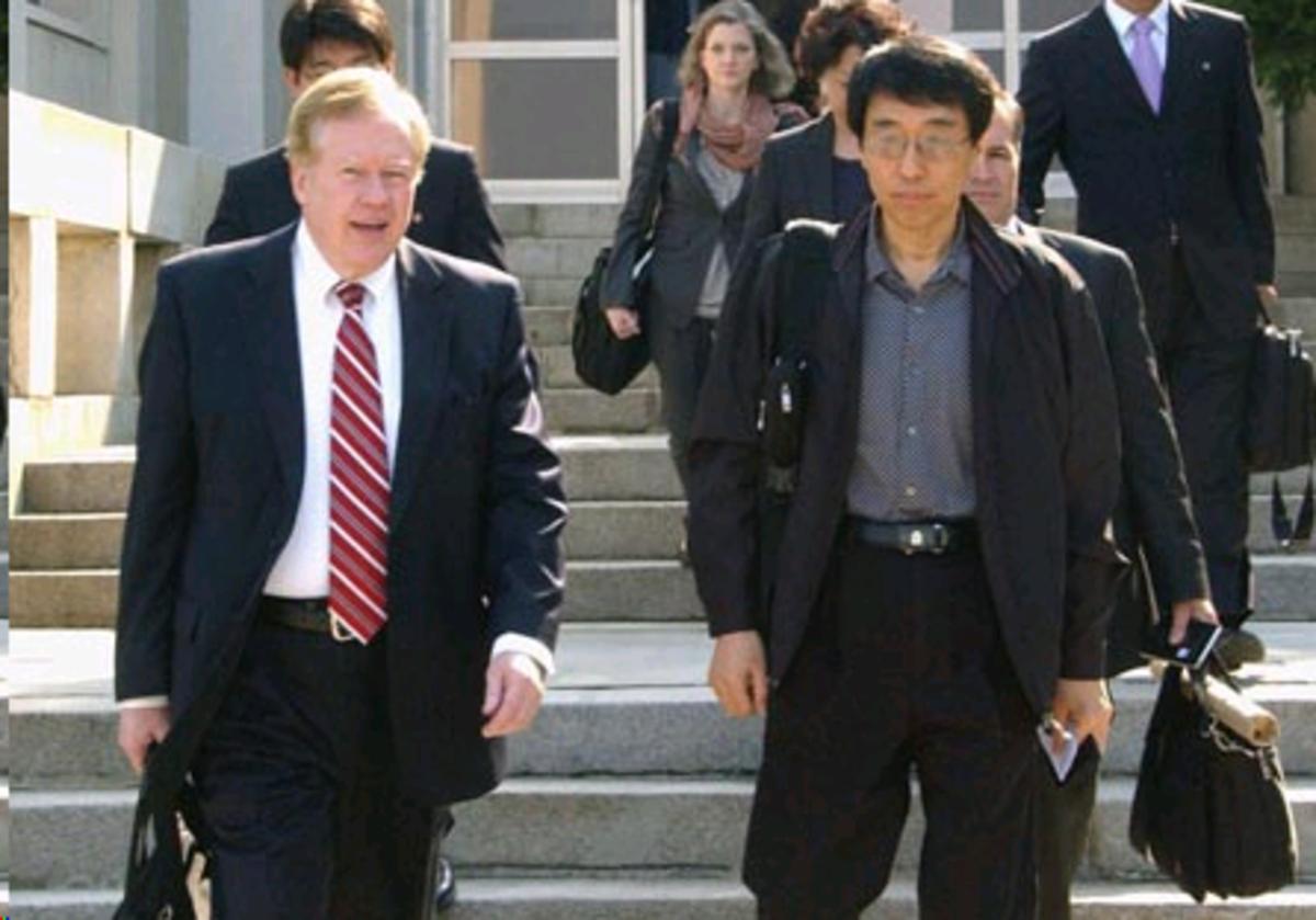 US Ambassador Robert King leaves Pyongyang with freed Eddie Young Su