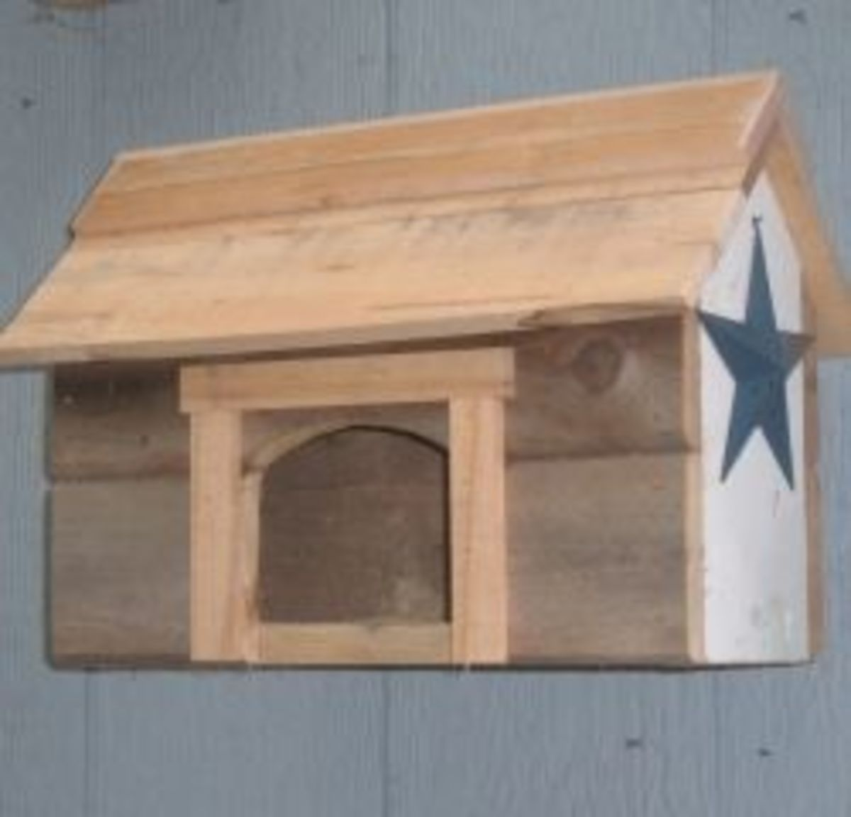 Barn-style nesting shelf