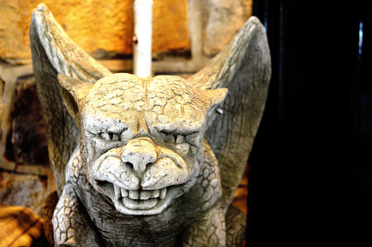 3 Types of Gargoyle Statues for Your Garden