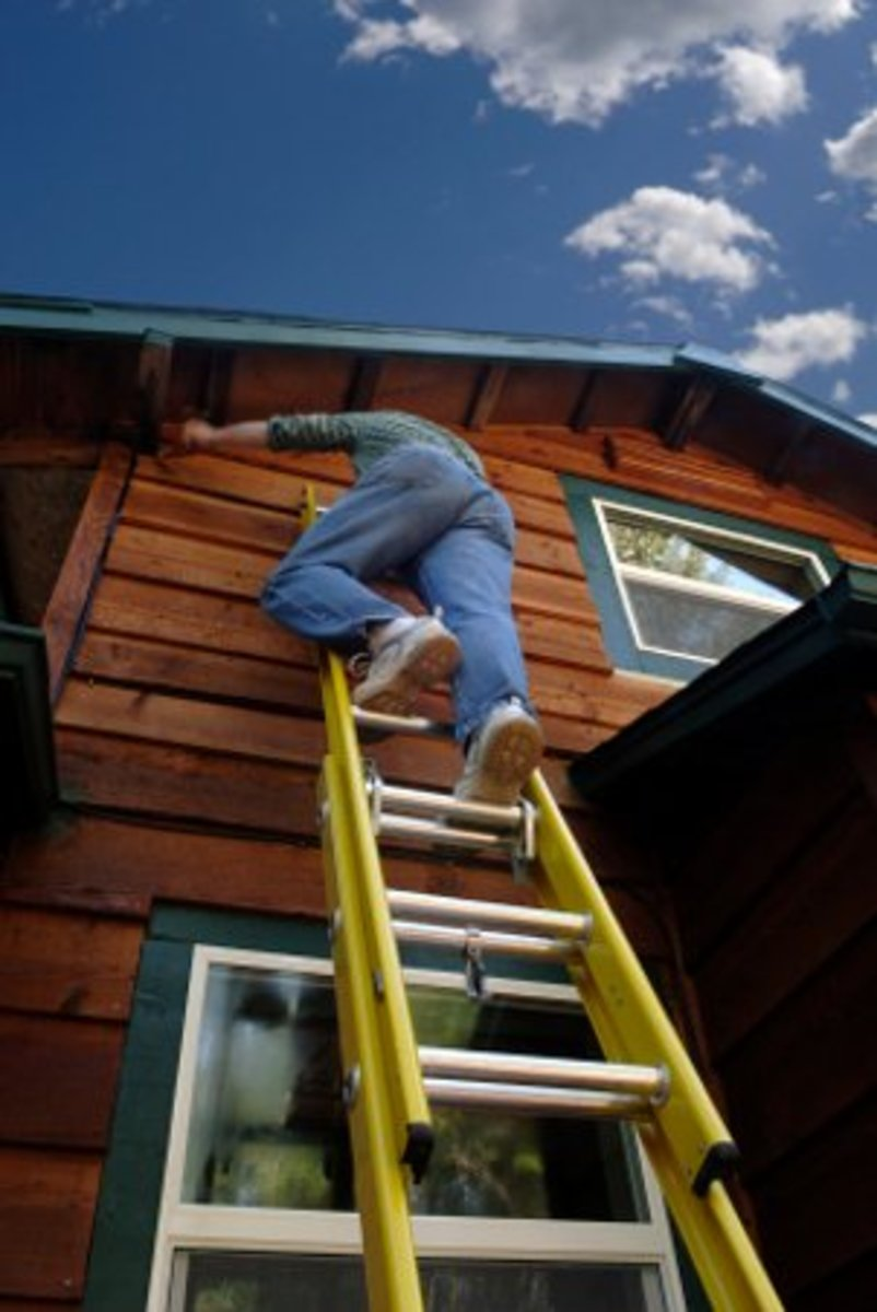 Painting your house exterior using ladders dengarden - How to paint a 2 story house exterior ...