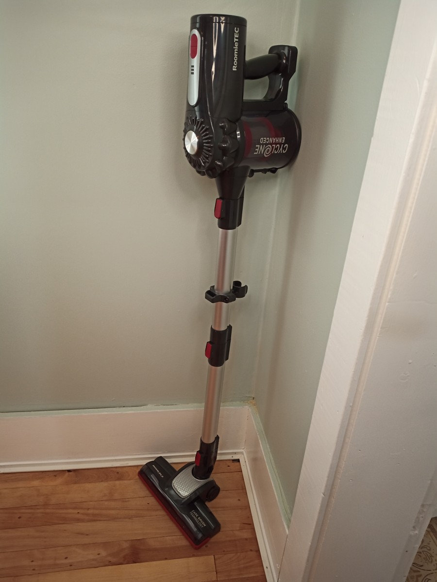 Review of the Roomie Tec Cordless Stick Vacuum