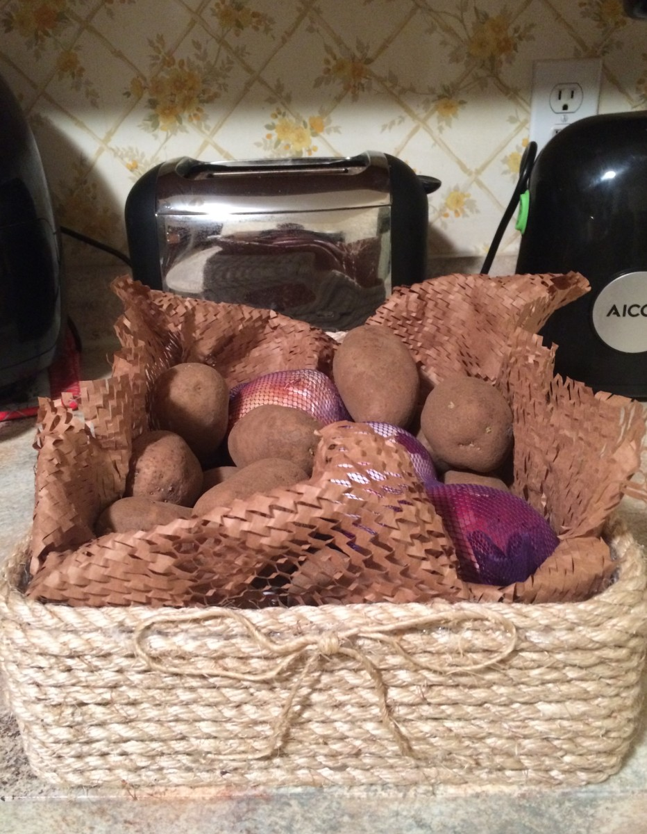 Look how adorable for storing shedding vegetables like onions, garlic, and potatoes!