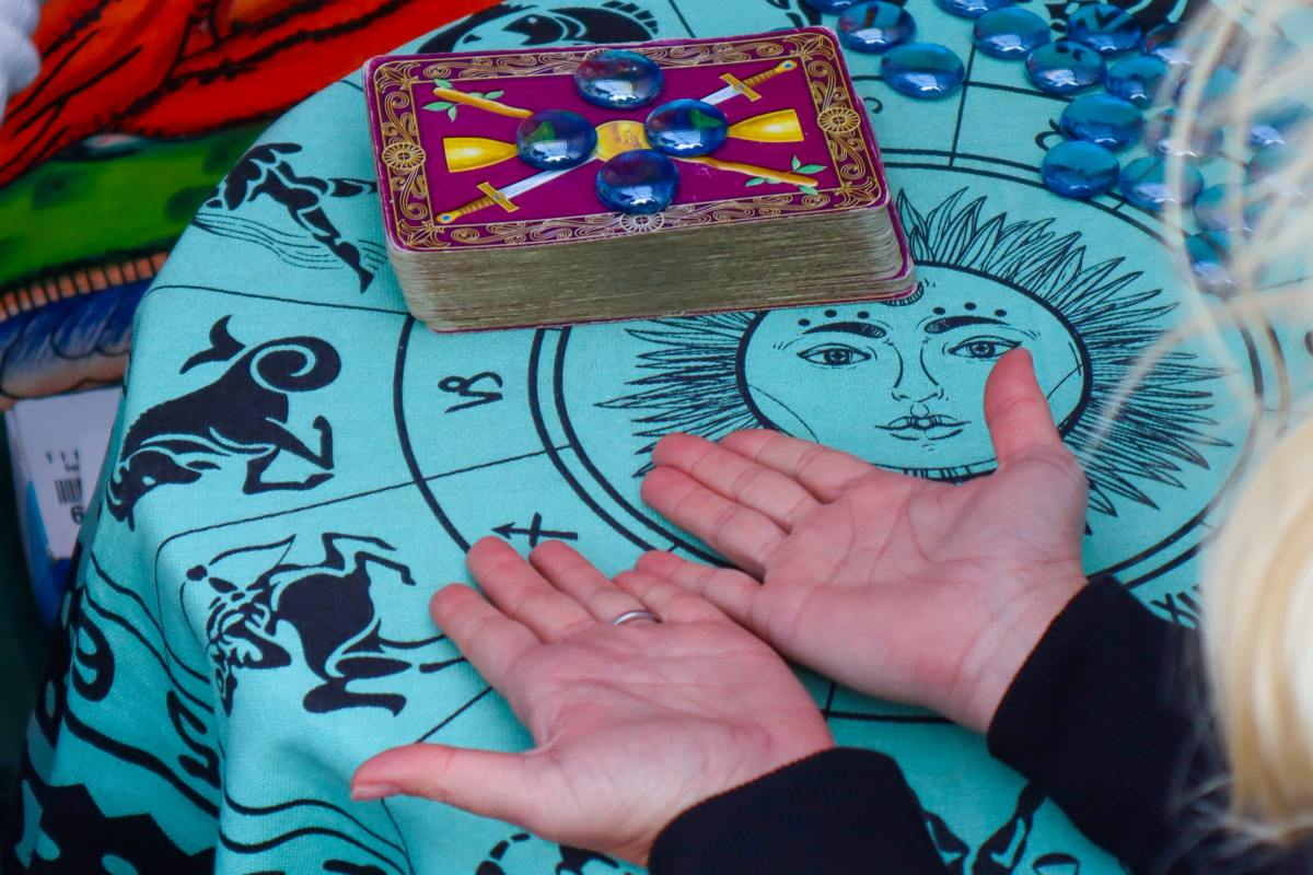 Reading Palms: Which Hand Do I Read?