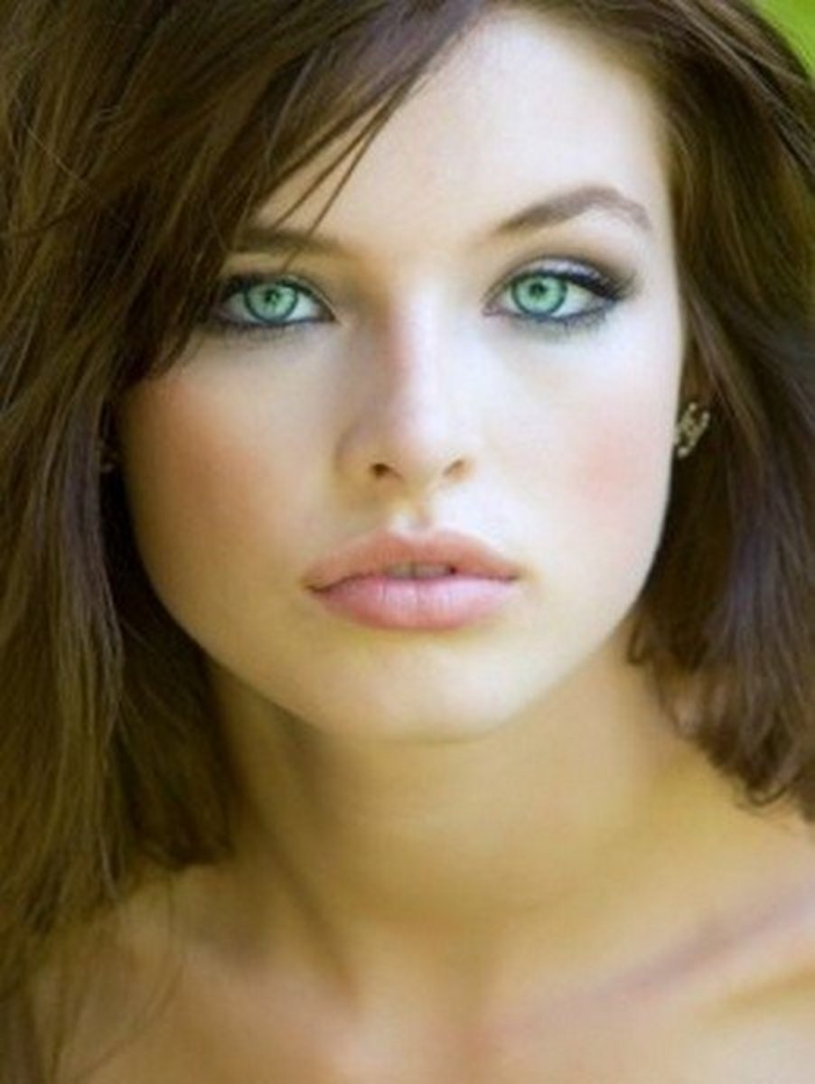 pics of green eyed brunettes