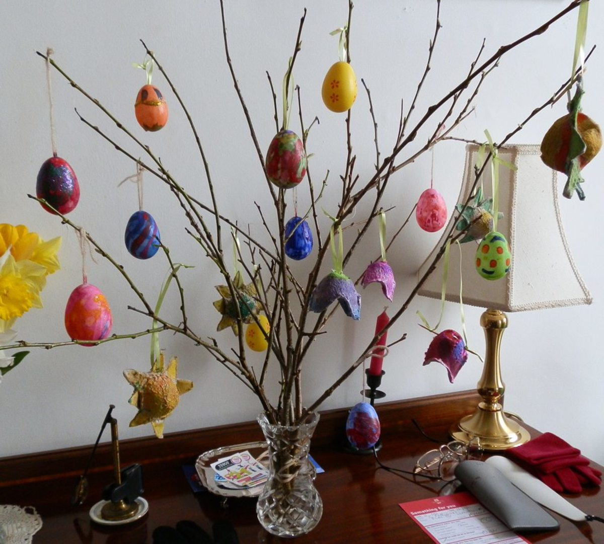 How to decorate child friendly plastic eggs for your How to make an easter egg tree
