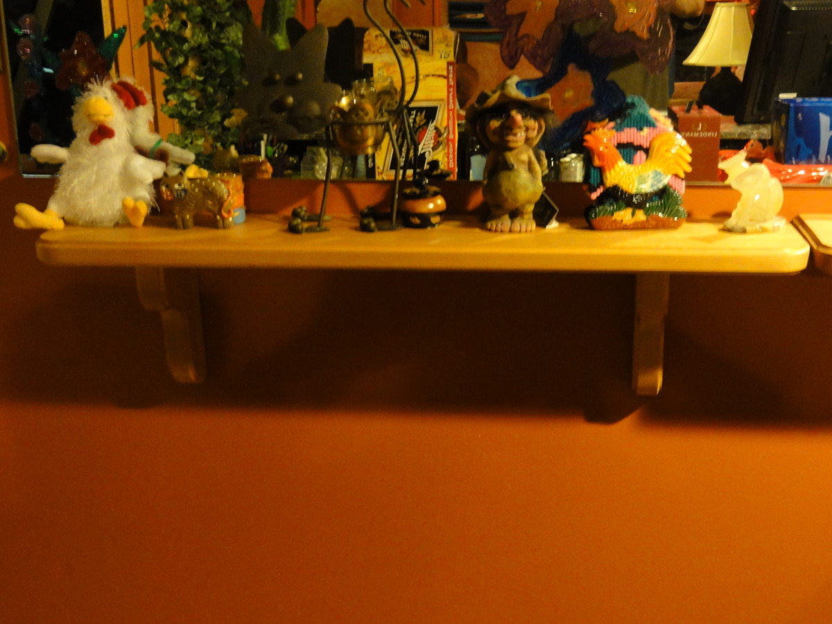 This is my completed wooden display shelf that I mounted below a mirror.