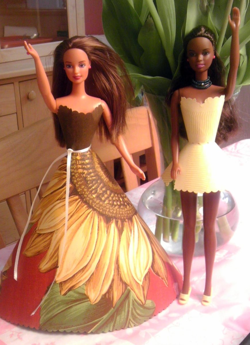 How to Make Custom Clothing for Barbie With Wallpaper (Pattern Included!)
