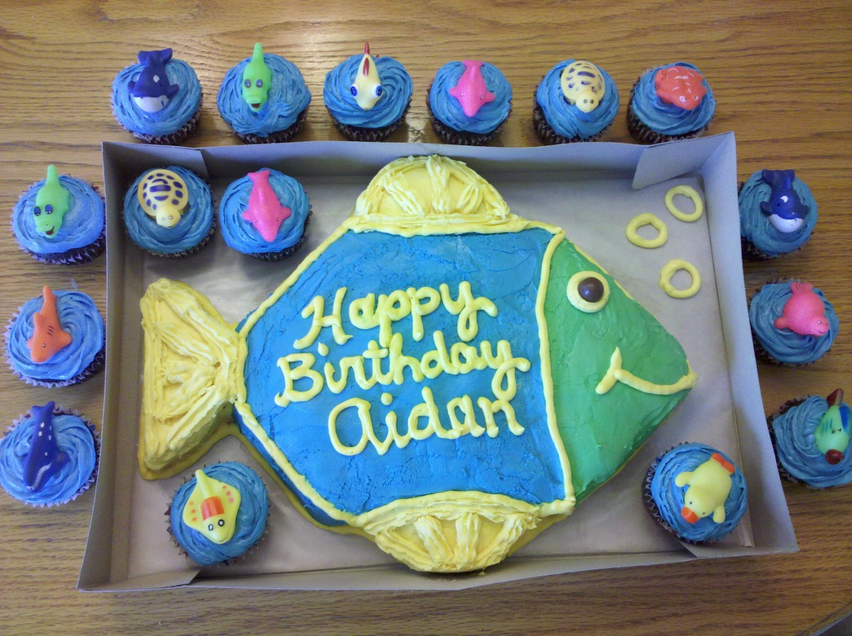 Fish shaped cake and under the sea cupcakes for an ocean themed party.