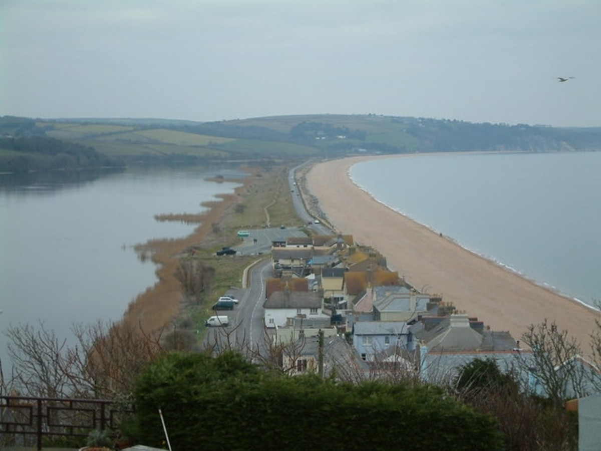 Torcross and Slapton Sands The beach at Torcross has trapped the Higher Ley, Slapton Ley and Lower Ley lagoons in front of the ancestral coastline.