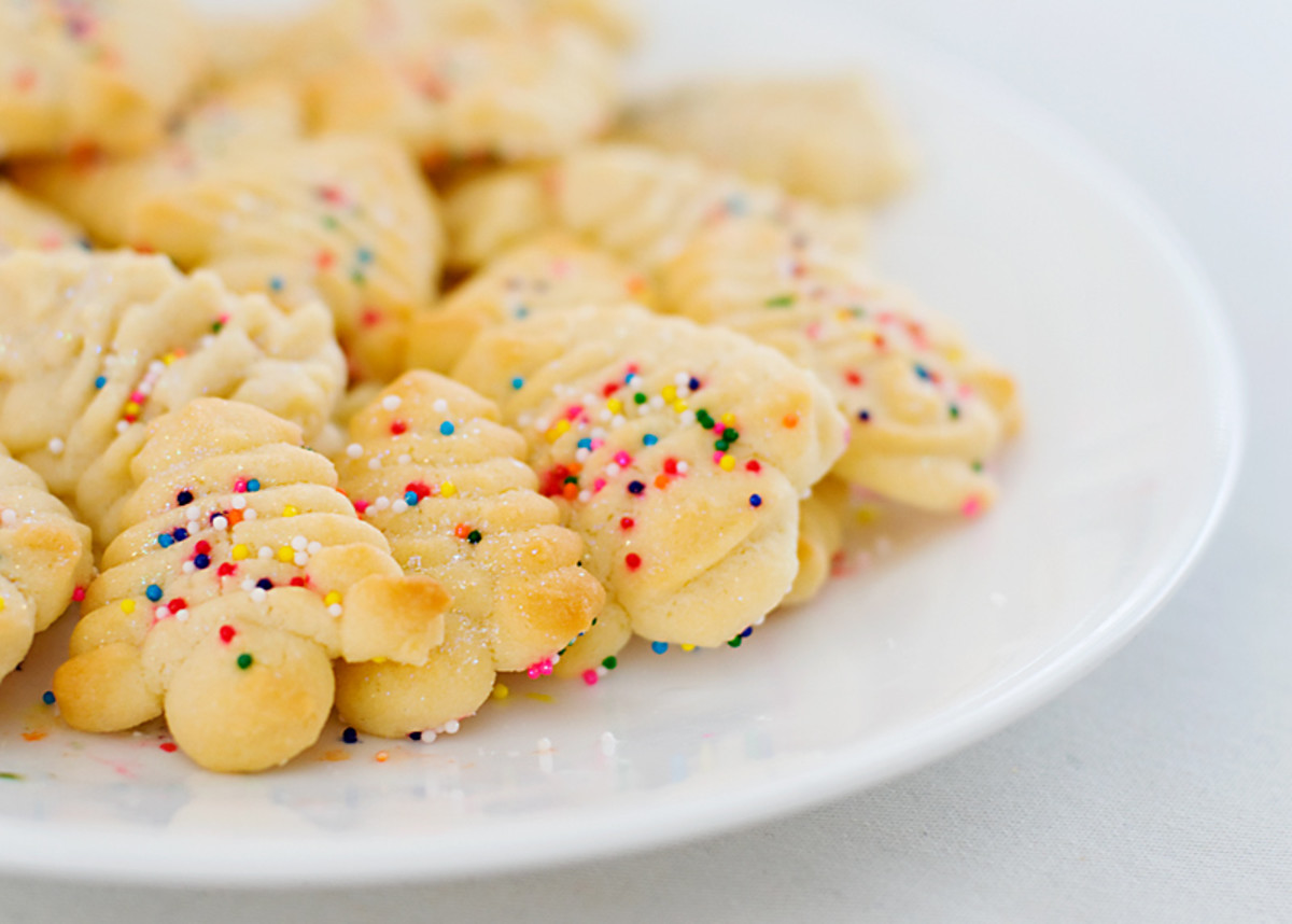 How to Make Spritz Cookies With 5 Delicious Variations