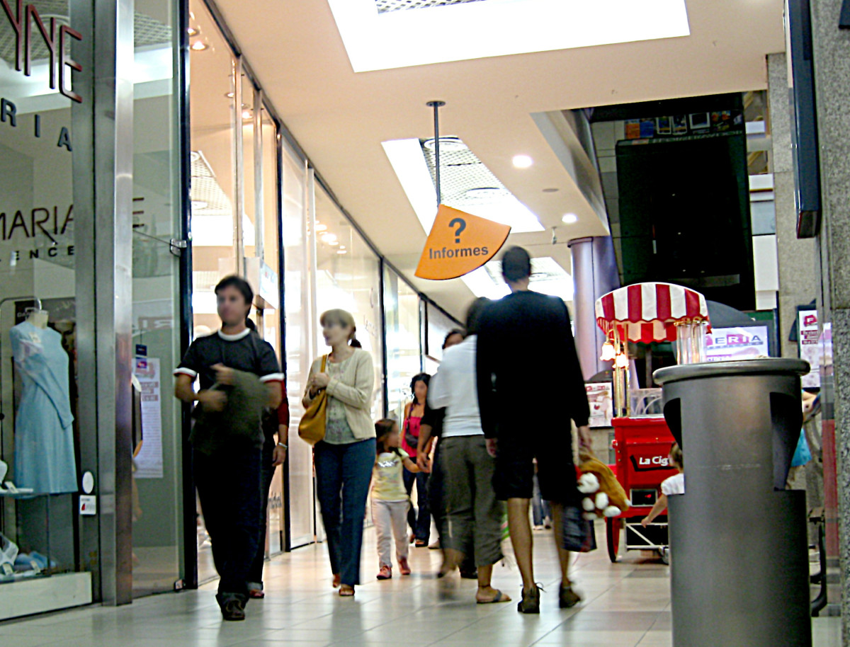 The more crowded the shopping area is, the more panic will follow