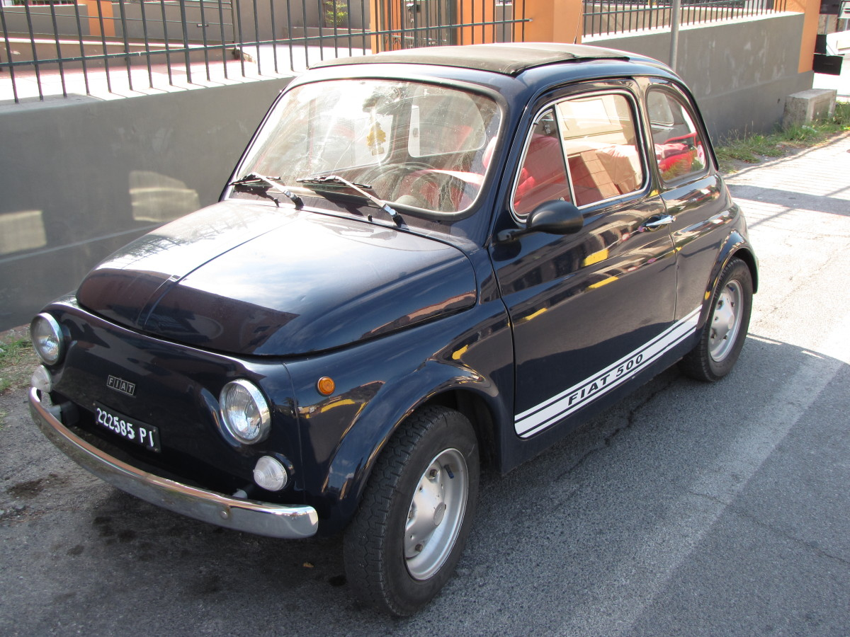 As a general rule, the cars in Italy are small.