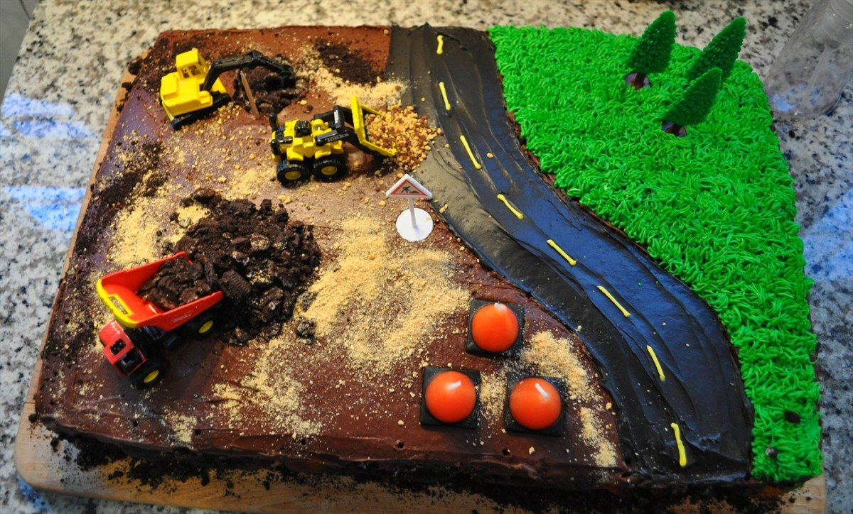How To Make A Construction Site Cake With Step By Step Instructions