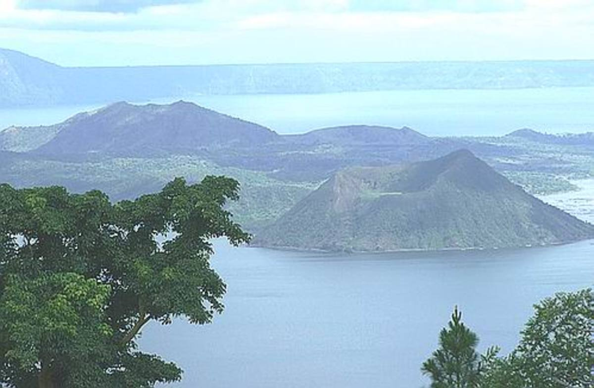 Tagaytay: The volcano and the lake.