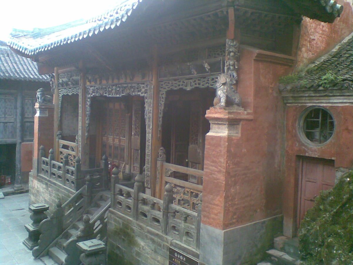Huang Jing Tang Temple Near the Golden Roof