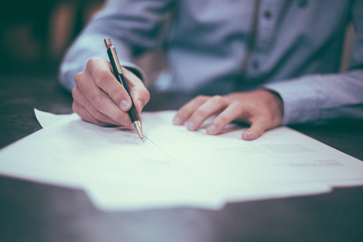 How to Write a Personal Letter for a Home Offer in CA