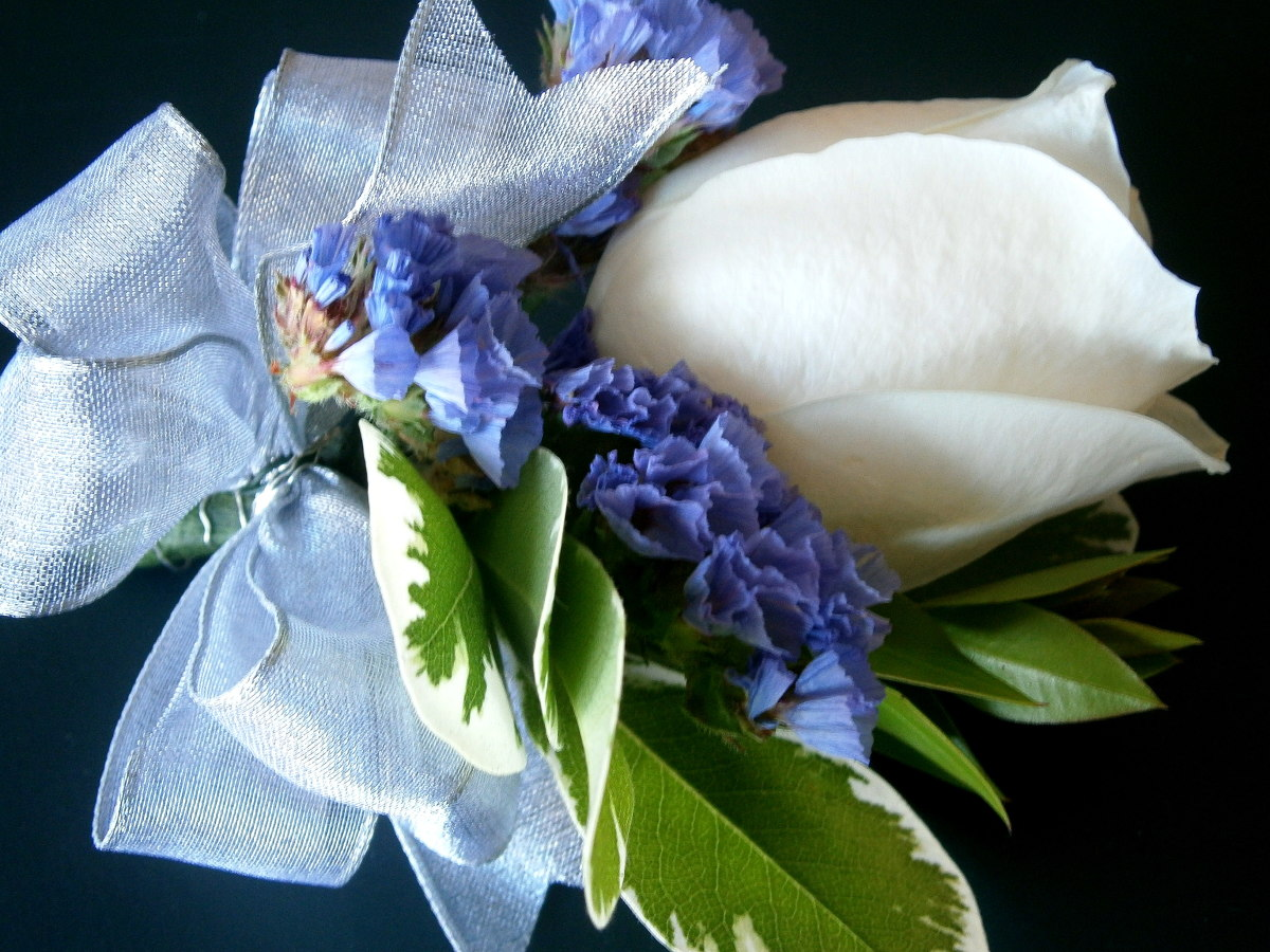 Learn how to make your own corsages and boutonnieres!