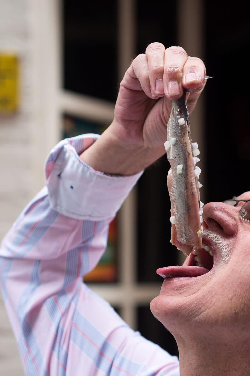 Dutch culture : how to eat raw herring.