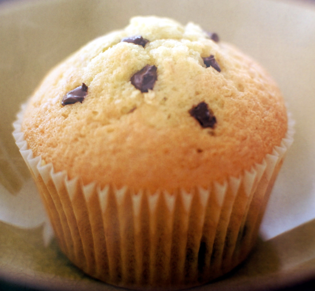 These golden vanilla chocolate chip cupcakes are simple but delicious.