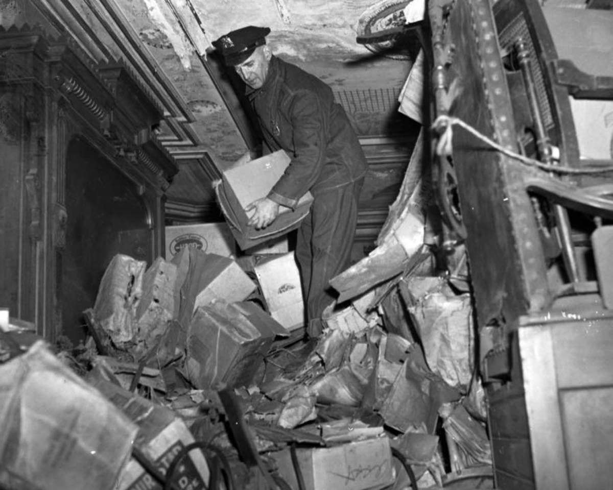 Using an ax, police broke down the barricades of a once-elegant Harlem brownstone that the Collyer brothers occupied for 20 years, and found their extreme clutter in March 1947, along with a dead man.