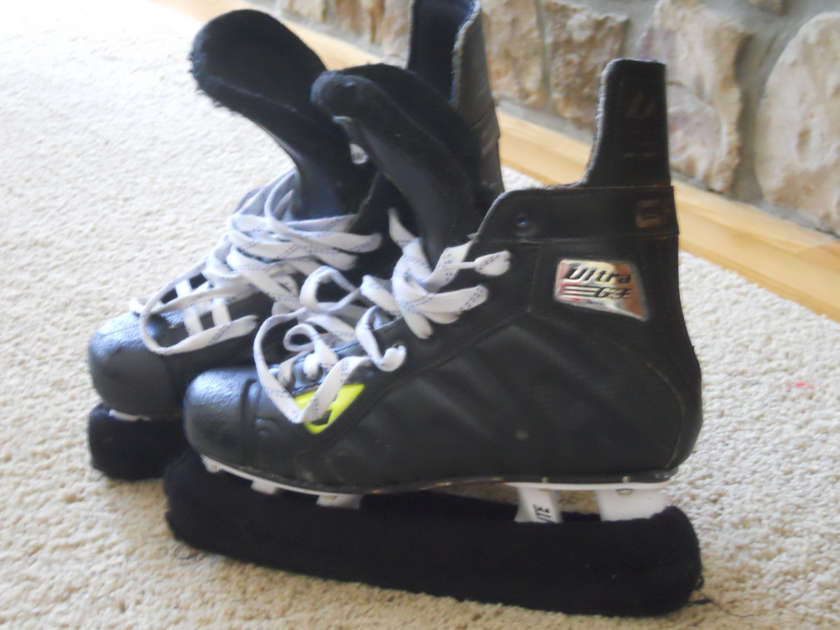 Kinds of Skates Needed for Beginning Ice Hockey