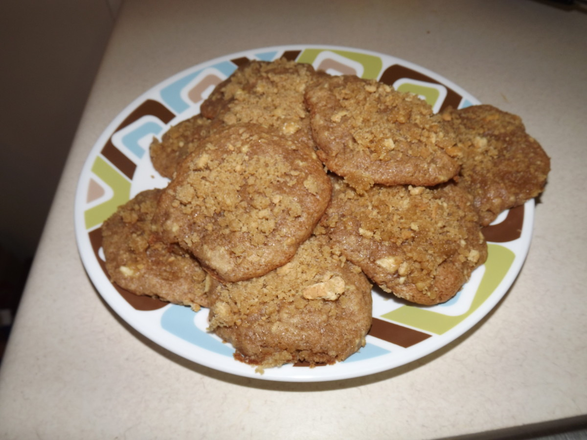 Pile of yummy apple cinnamon streusel cookies.
