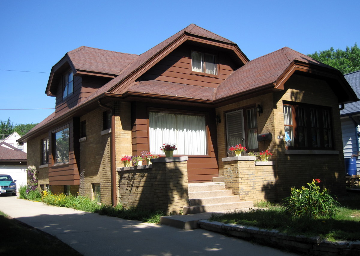 Milwaukee bungalows craftsman style homes owlcation - What is a bungalow style home ...