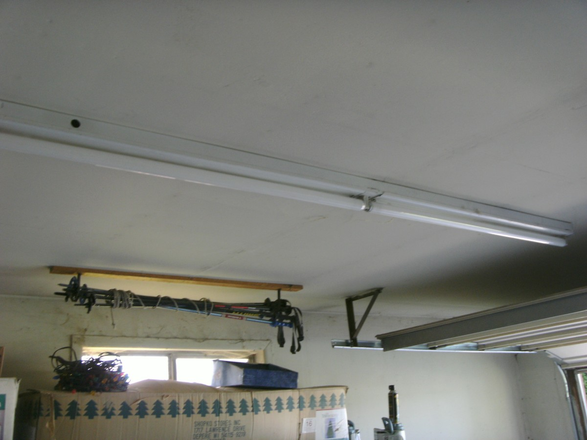 This is actually an 8 foot fixture with 2 four foot lamps.  The ballast will be on one end.