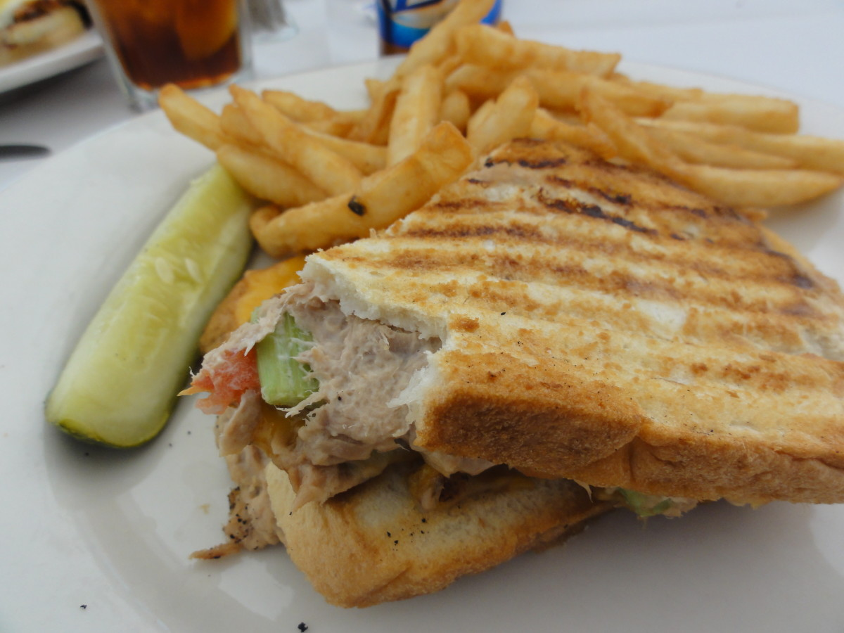 There are many different ways to make and serve tuna sandwiches.