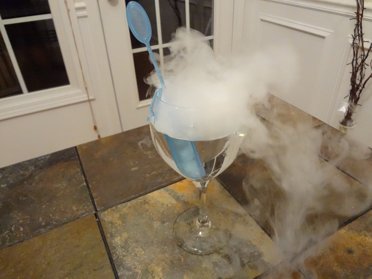 Using Dry Ice in Drinks to Make Smoking, Bubbling Libations