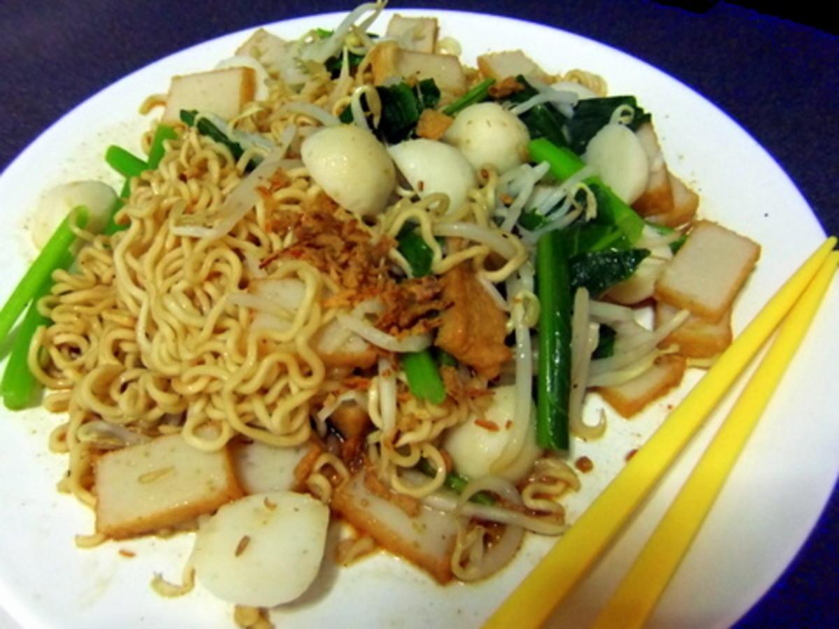 Mee goring using instant noodles