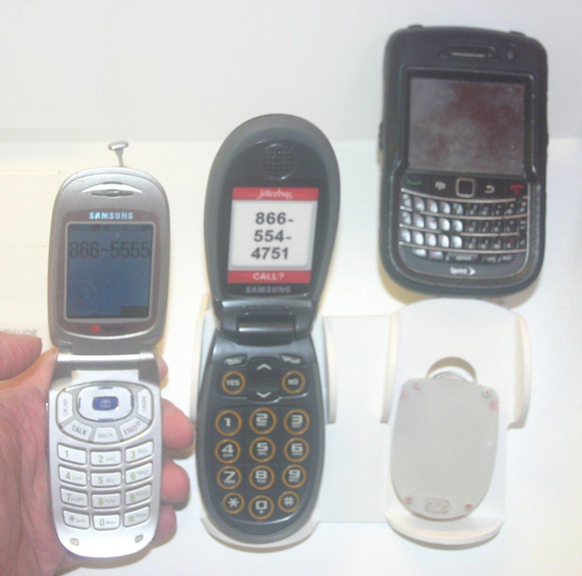 A Cellphone for Seniors: Jitterbug Features & Complaints
