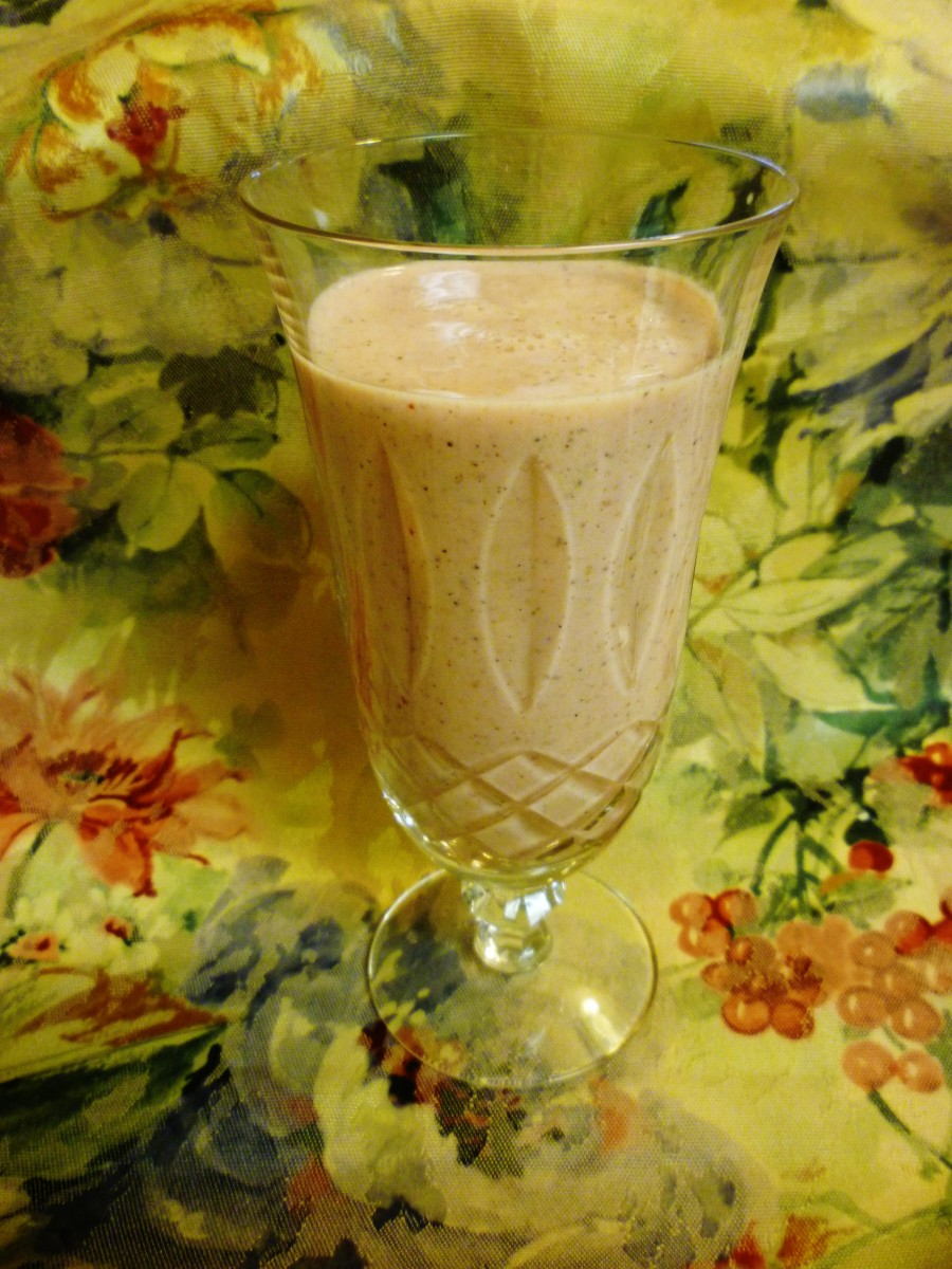 Quick and Healthy Breakfast Fruit, Cacao Nibs, and Yogurt Smoothie