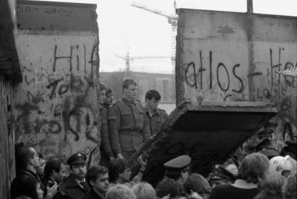 How Did The Fall Of The Berlin Wall Affect The World Owlcation