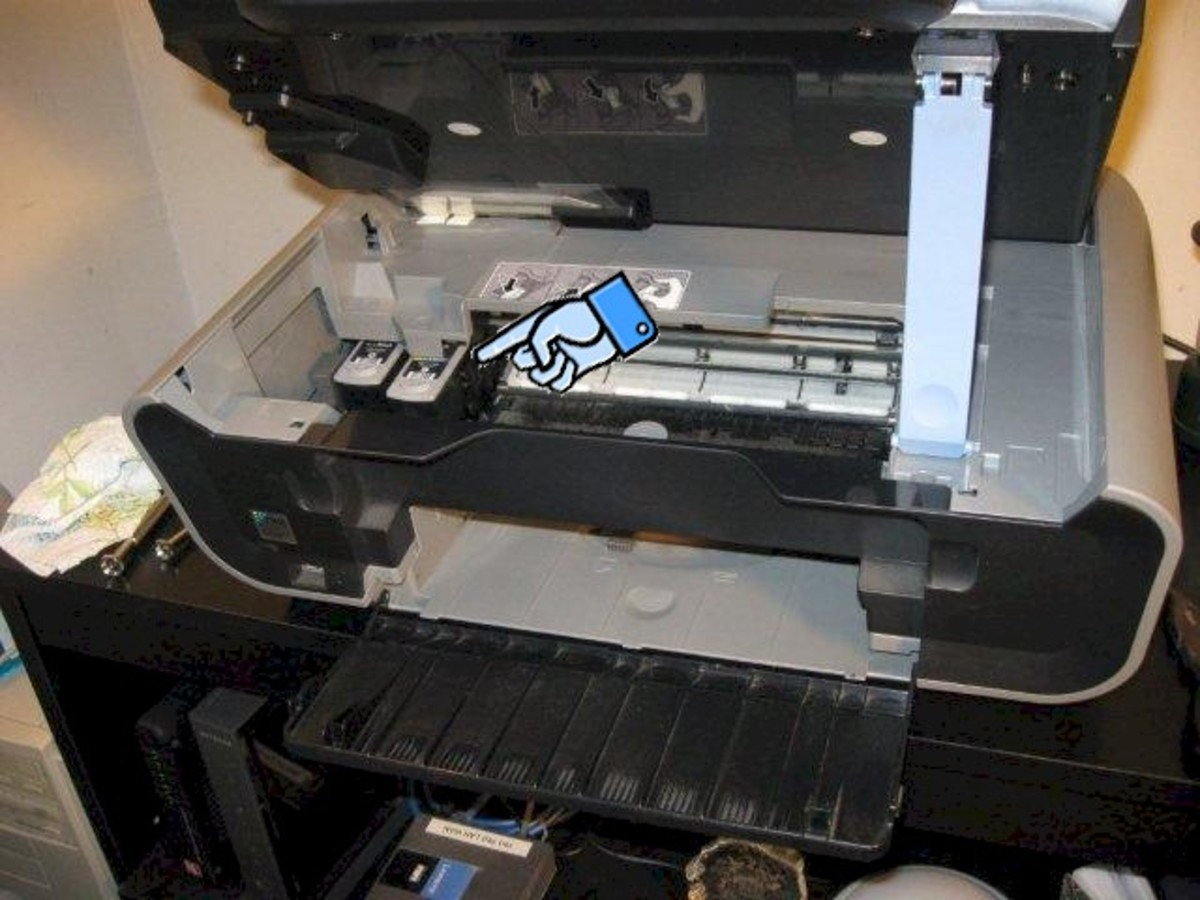 Make sure that the cartridge carriage has moved to the left, and then unplug the power to the printer.